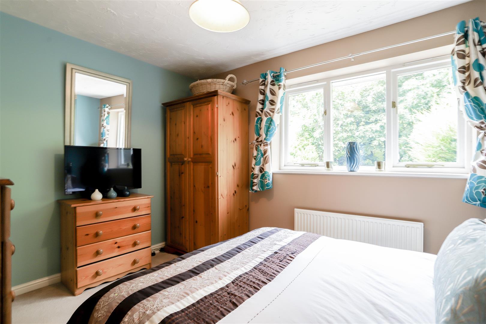 3 Bedroom Detached House For Sale - 10.jpg